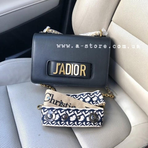Сумка в стиле D J'Adior. Плечевой ремень с лого