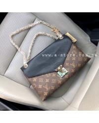 Сумка -клатч в стиле Louis Vuitton